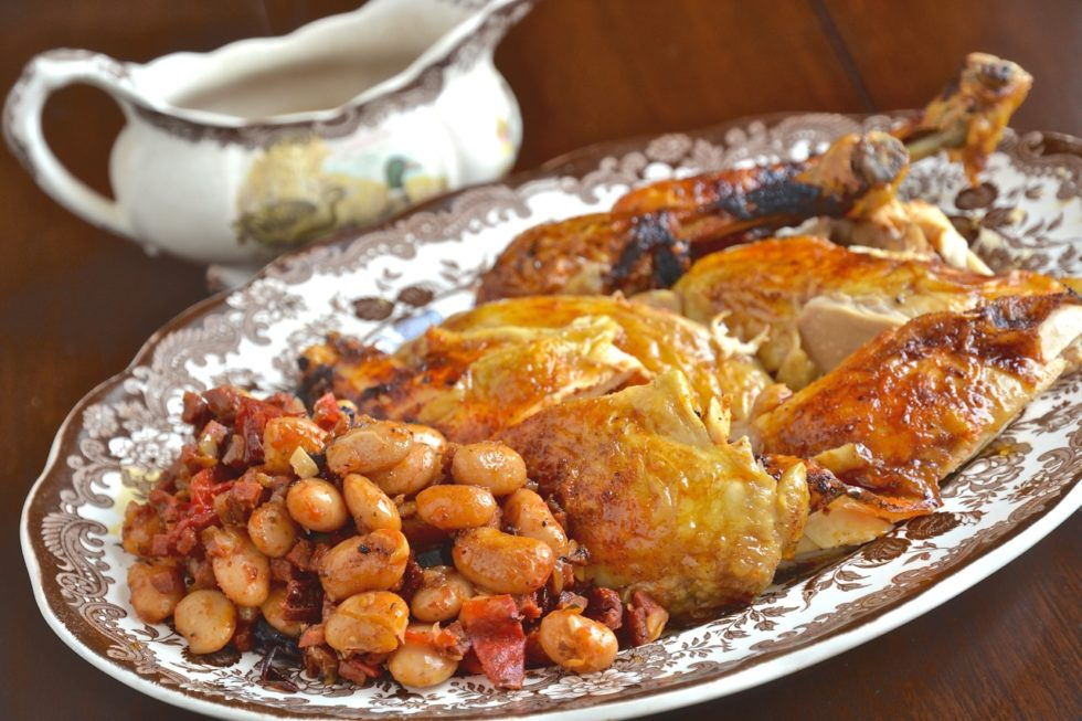 Pollo asado relleno de alubias