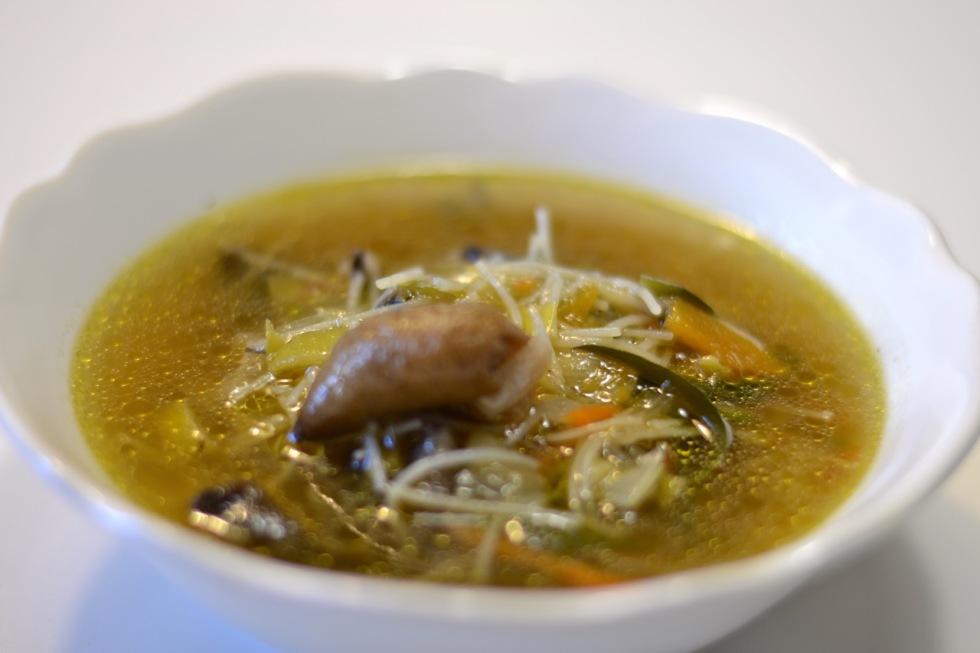 Sopa de verduras con tallarines
