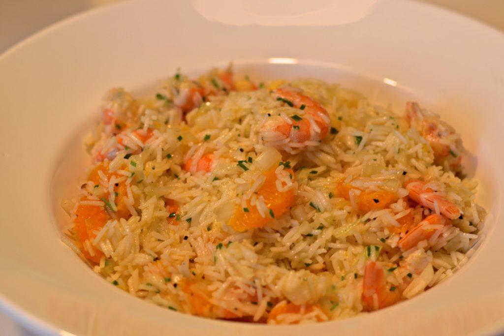 Ensalada de arroz con naranja y langostinos