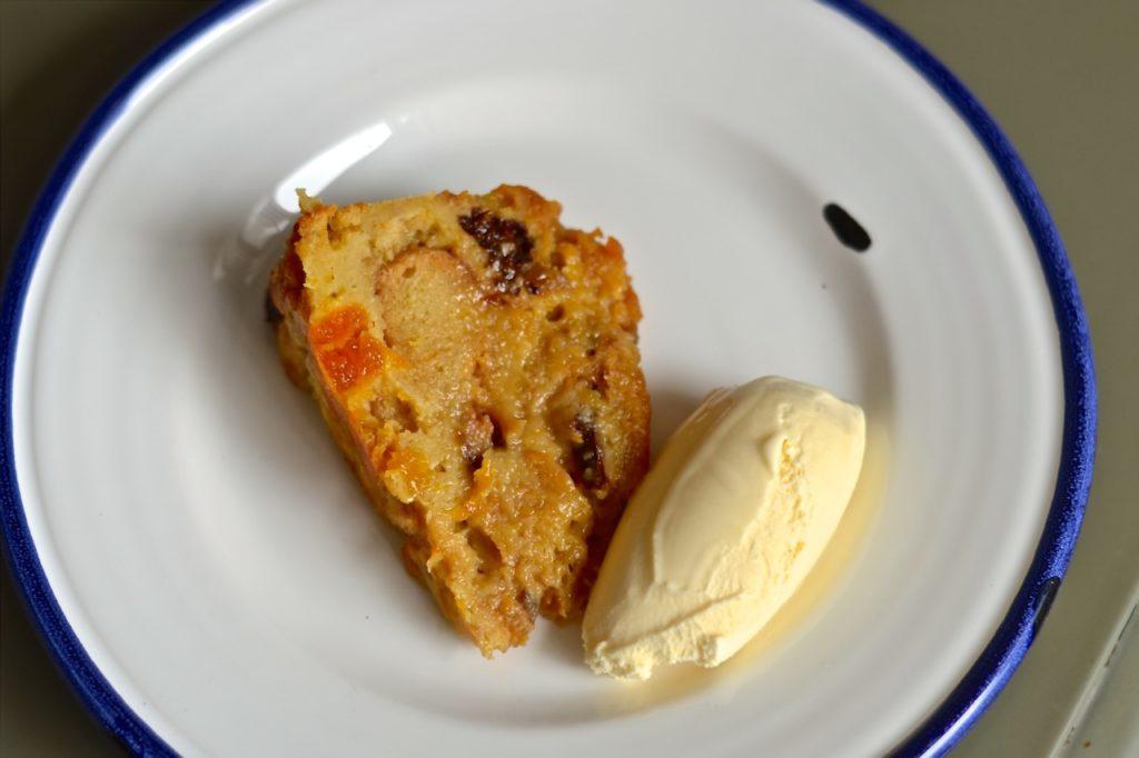 Pudding de pan con frutas