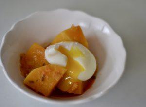 Calabaza estofada con huevo escalfado