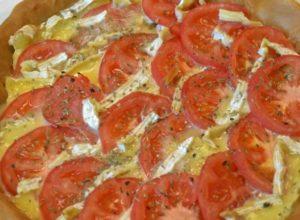 Tarta de camembert y tomate