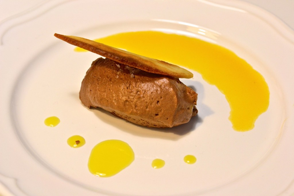 Mousse de chocolate con mandarina y aceite de oliva