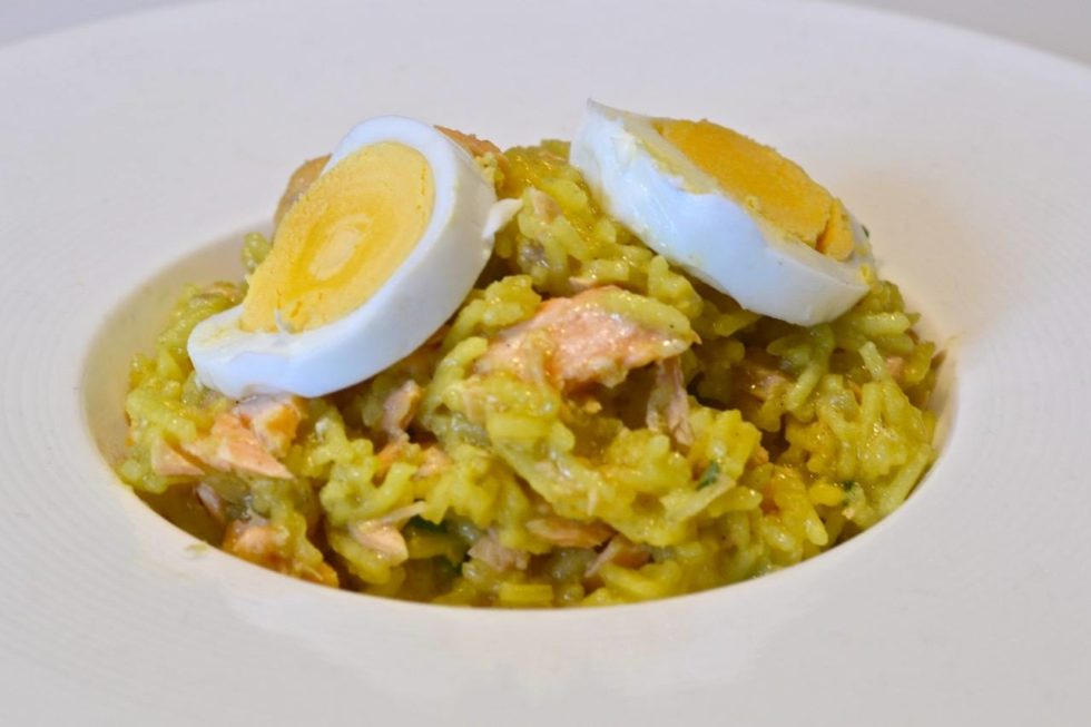 Arroz con salmón y curry