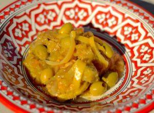 Pollo con aceitunas y limones confitados