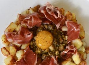 Patatas con huevo y jamón
